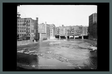 Old Photo of Rochester's Main Street Bridge, 1904. (Rollover the image to zoom)