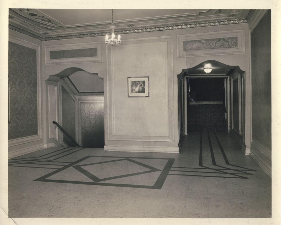 Entry to balcony. [PHOTO: D.O. Schultz / Rochester Theater Organ Society]