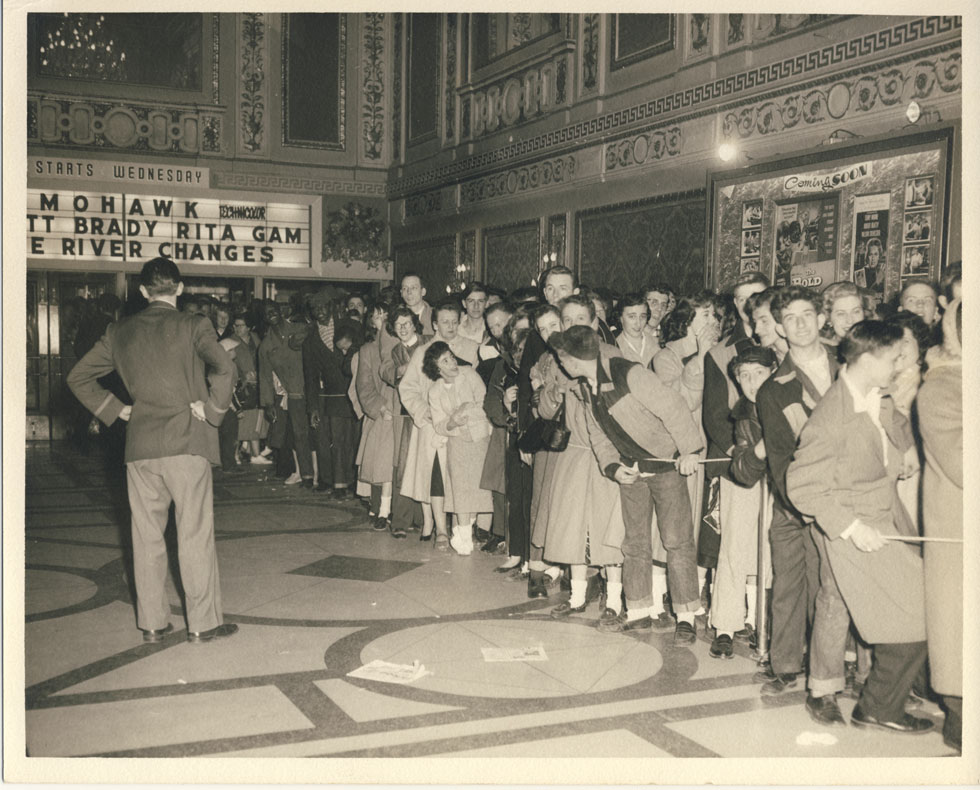 Line of people in front lobby (Clinton Ave. main entrance). [PHOTO: D.O. Schultz / Rochester Theater Organ Society]