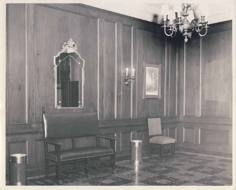 Outer lounge of the Ladies powder room in the balcony level. [PHOTO: D.O. Schultz / Rochester Theater Organ Society]