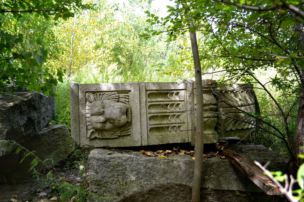 Here's hoping maybe YOU can help us solve the case of the stone lions. [PHOTO: RochesterSubway.com]