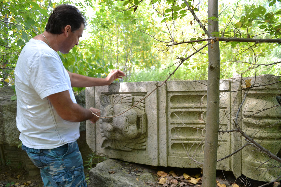 At least three different stories ran in the local paper following the discovery of the lions in 2002. [PHOTO: RochesterSubway.com]