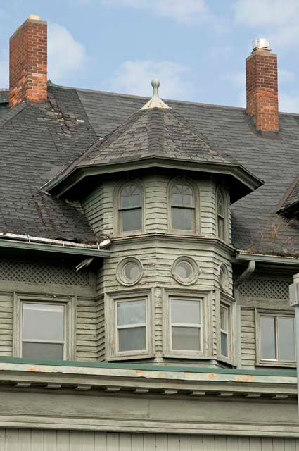 This view, looking north, shows a detail of the building at 1800-1802 East Avenue, once Janet Bakel Interior Decorators. [PHOTO: Andy Olenick, Rochester Public Library]