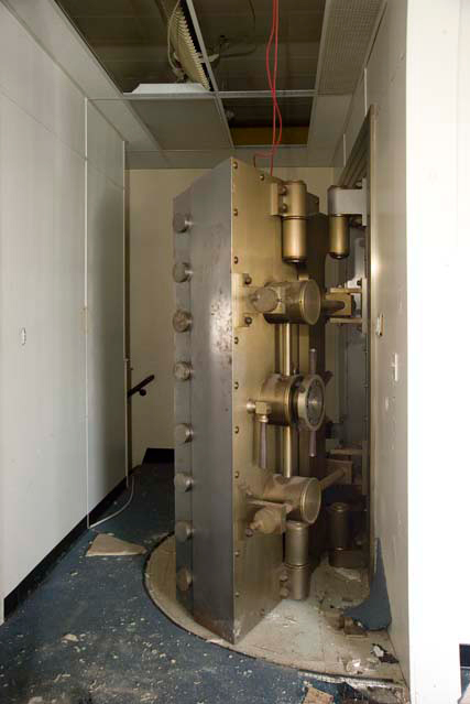 The vault at 1806 East Avenue. [PHOTO: Andy Olenick, Rochester Public Library]