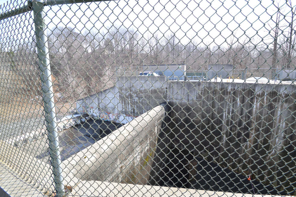 This giant basin can hold 45 Million gallons of sewage. [PHOTO: RochesterSubway.com]