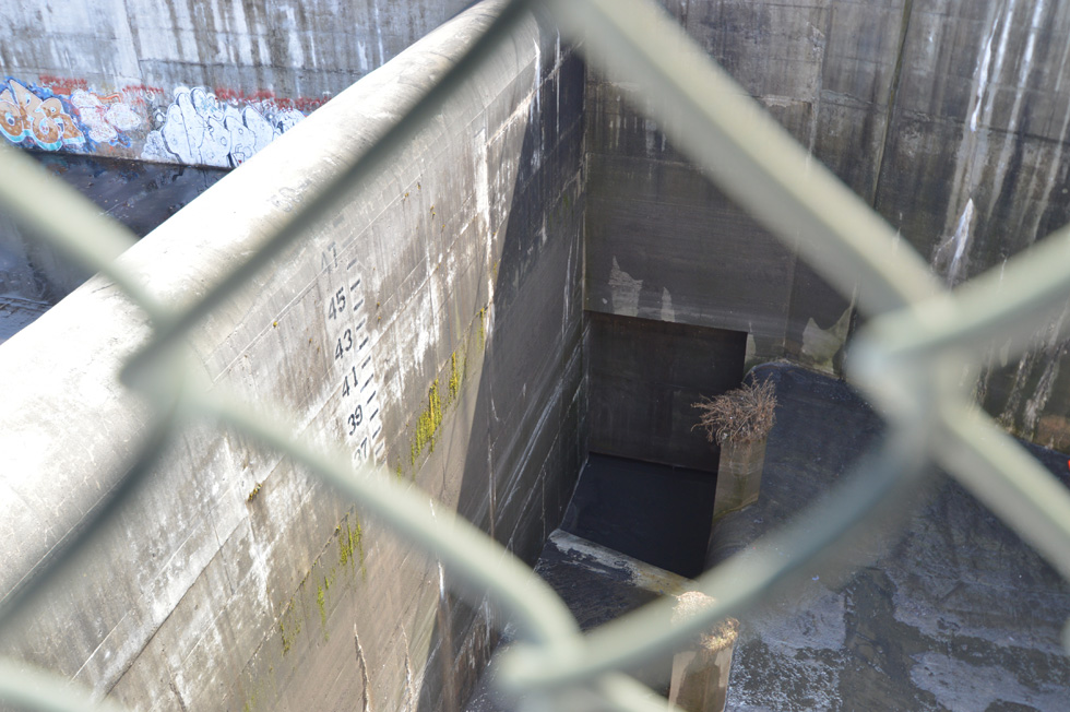 That metal control gate down there leads directly to the Van Lare treatment plant. The gate can release the flow a little bit at a time so as not to overrun the plant. [PHOTO: RochesterSubway.com]