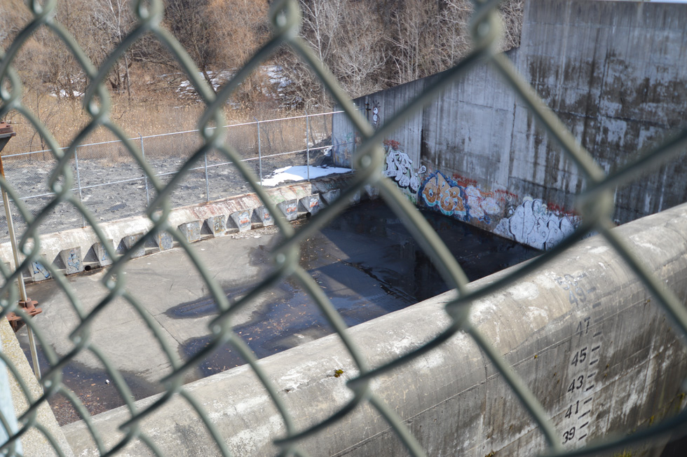 But even this massive control system isn't always enough to hold back the tide. Every so often the flow does spill over this 50' dam. [PHOTO: RochesterSubway.com]
