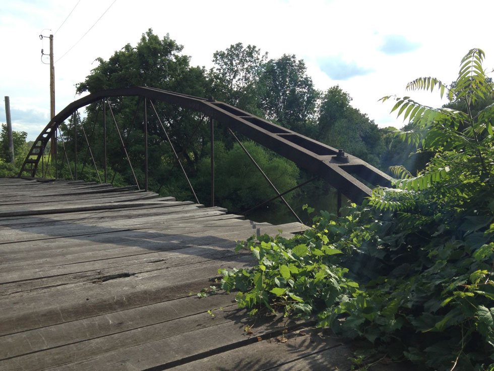 In 1880 it was moved a little bit east of Brockport and made into the two-truss web that you can see in these photos. [PHOTO: Chris Clemens]