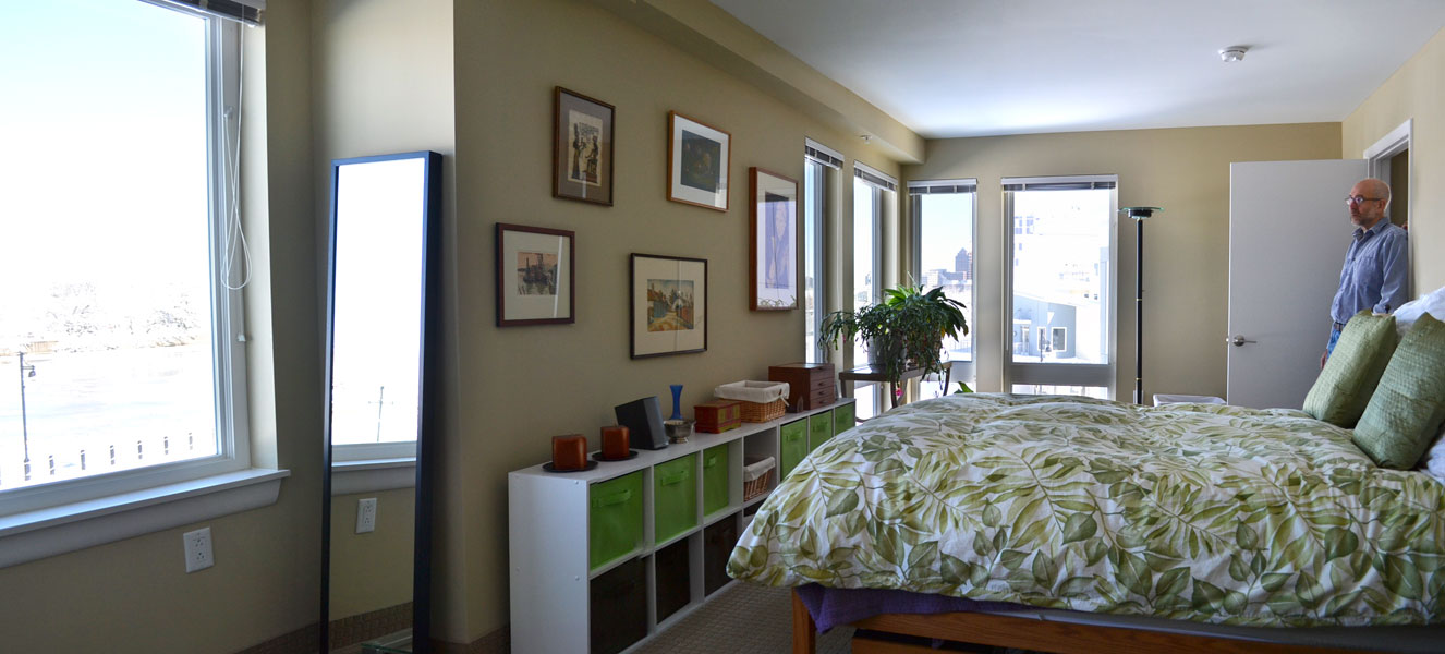 The master bedroom faces west with more awesome river views and lots of afternoon light. [PHOTO: RochesterSubway.com]