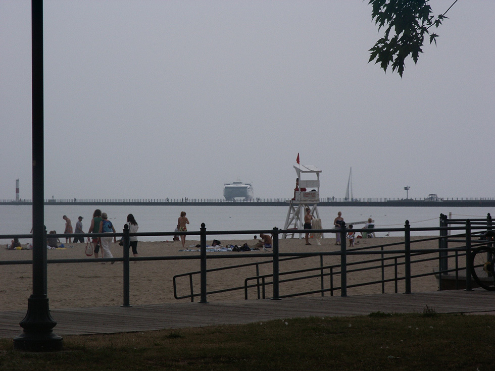 Fast ferry pulling into Port of Rochester, c.2004.