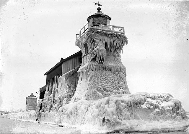 A particularly icy year at the lighthouse. [PHOTO: Albert R. Stone]