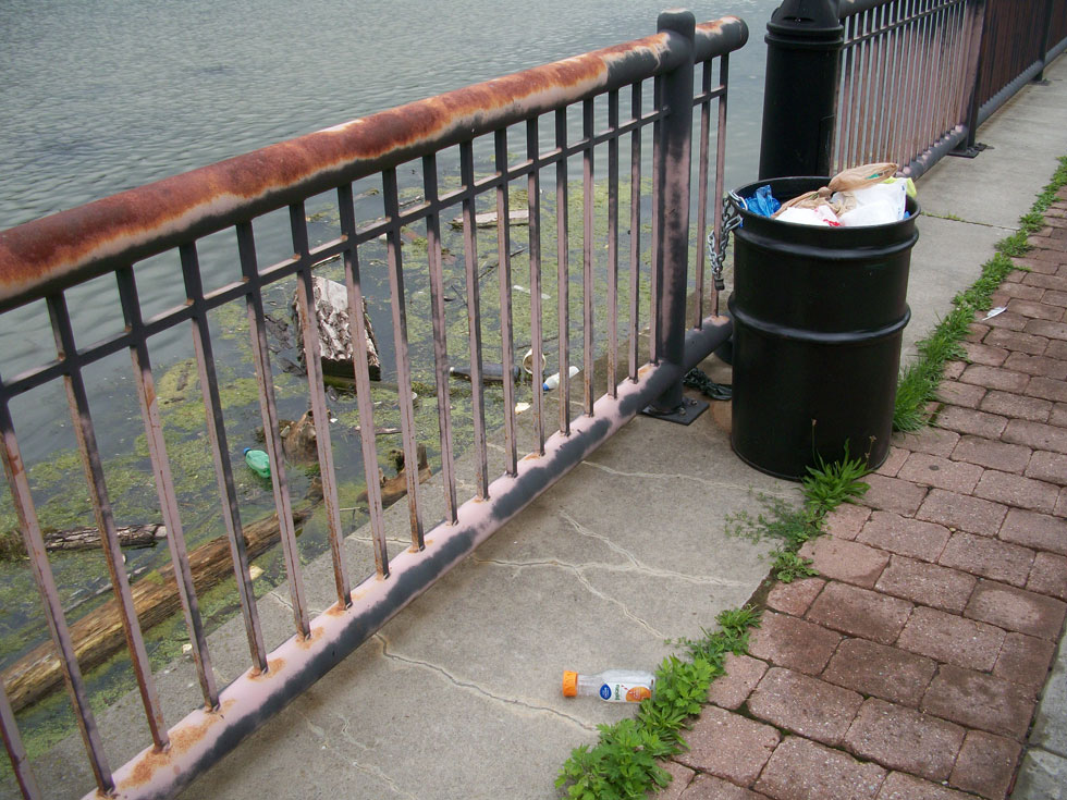 An overflowing garbage can next to the Genesee River. [PHOTO: RochesterSubway.com]