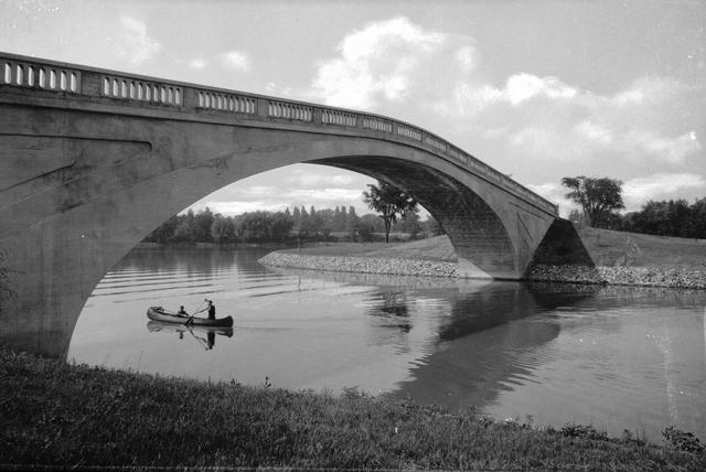 One of the pedestrian bridges in Genesee Valley Park. This was not originally part of Olmsted's plan. [PHOTO: Rochester Public Library, Local History Division]