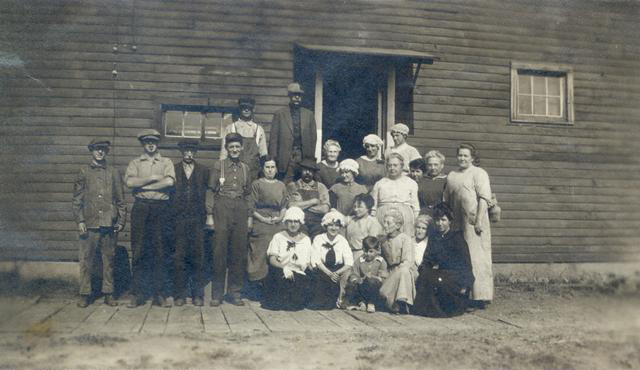 Hanna's Dryhouse workers, Hilton, N.Y. c.1890. [PHOTO: Hilton Municipal Historian Collection]