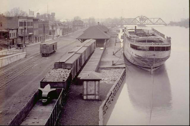 Hojack Swing Bridge. Demolished 2012. [PHOTO: Rochester City Photo Lab, c1910-1920.]