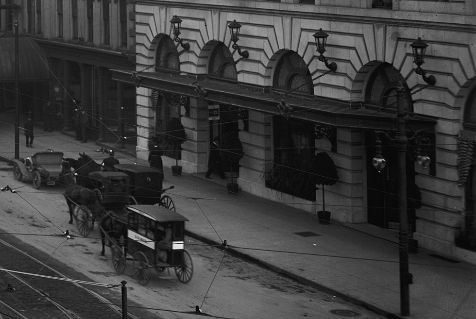 A U.S. Mail wagon on W. Main St. in front of Hotel Rochester. [PHOTO: Detroit Publishing Co. via Library of Congress]