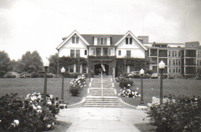 The Administration Building at Iola Tuberculosis Sanatorium (c.1946). The Infirmary is in the background to the right. [PHOTO COURTESY OF: Mark Hosier]
