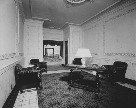 Men or women's Lounge. 1940. [PHOTO: Ossie Wieggel / George Eastman House]