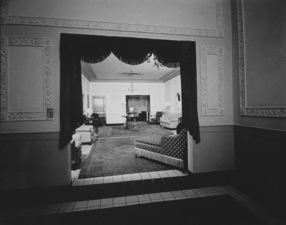 Men's or women's lounge. 1940. [PHOTO: Ossie Wieggel / George Eastman House]