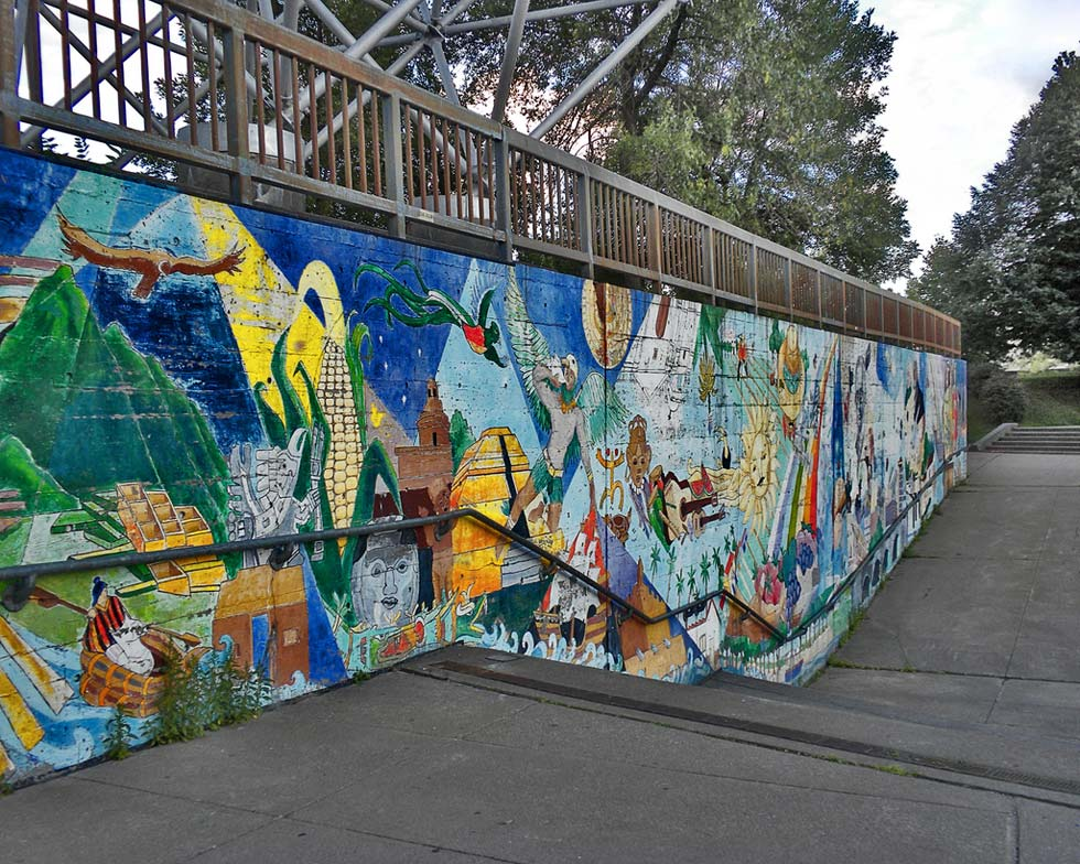 The City recently painted over this mural, a fixture in Manhattan Square Park for probably 30 years. [PHOTO: Kristen Cavanaugh]