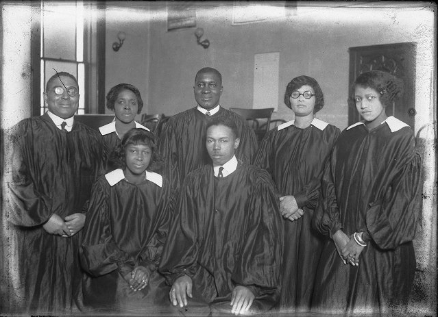Reverand Dr. James E. Rose stands with members of the Mt. Olivet Baptist Choral Society. Rose taught African-American history, organized clubs, and was the president of the local NAACP. 1924. [PHOTO PROVIDED BY: Landmark Society]