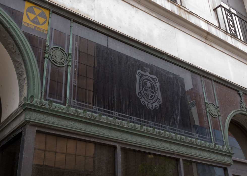 A transom over the front window with the National Clothing Store logo. [PHOTO: Preservation Studios]