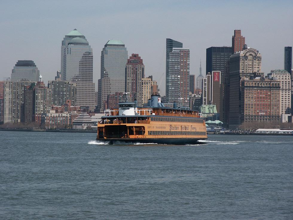 Boat tour around Manhattan, 2004. [IMAGE: RochesterSubway.com]