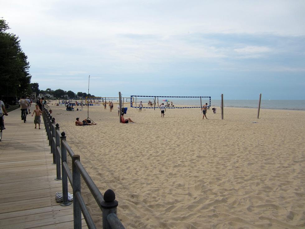 Volleyball at Ontario Beach. [PHOTO: Ryan Green]