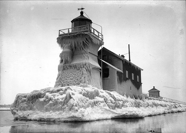 The lighthouse on the west pier, 1916. [PHOTO: From the Albert R. Stone Negative Collection, Rochester Museum & Science Center, Rochester, NY.]