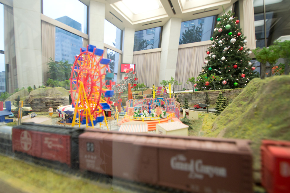 An old model train display has been dusted off and restored at the former Chase Tower in downtown Rochester. [PHOTO: RochesterSubway.com]