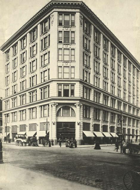 The Duffy-Powers store at W. Main and Fitzhugh, looking northwest. c.1910-1915. [PHOTO: Rochester Public Library]