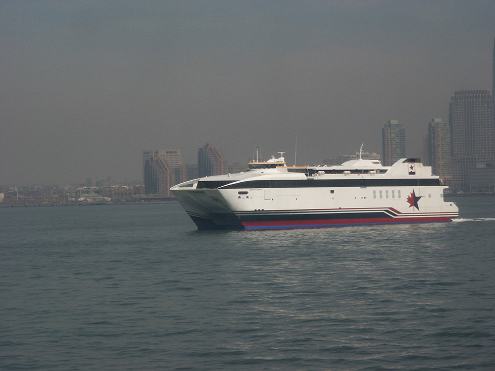 Fast ferry on it's way to Rochester from New York Harbor, 2004. [IMAGE: RochesterSubway.com]