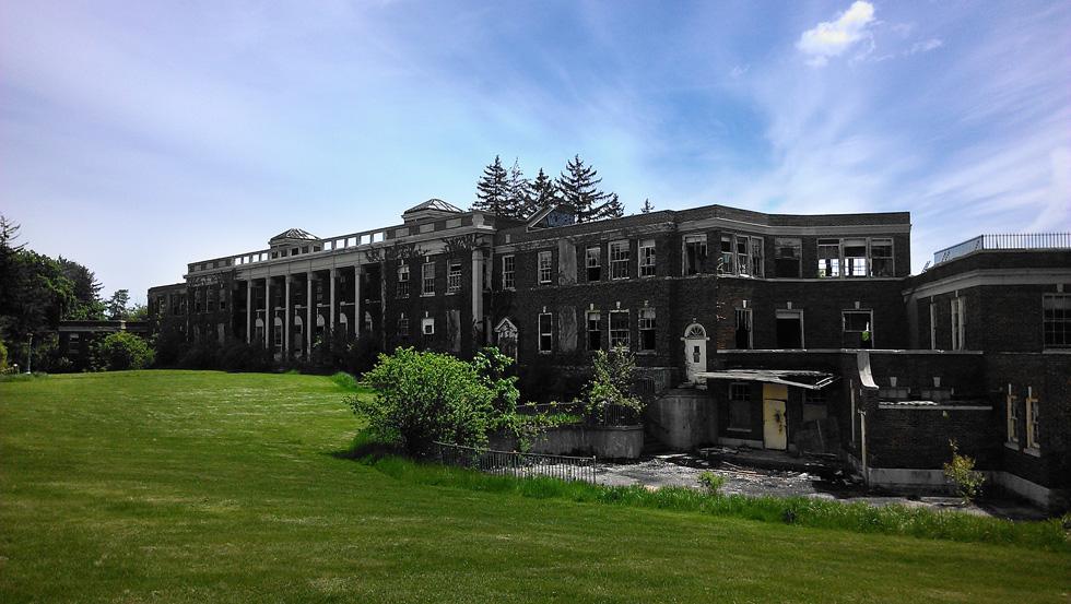 The abandoned Iola Tuberculosis Sanatorium, Nurses' Building. [PHOTO: Mike Bouwmeester]
