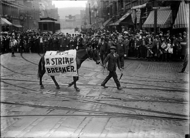 A man and his horse on East Main Street during Rochester's 1910 Labor Day Parade. His  banner reads, 'I am a strike breaker.' [PHOTO: Albert R. Stone Collection]