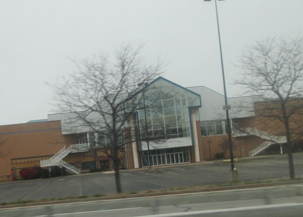 Abandoned Medley Centre / Irondequoit Mall. Rochester, NY. [IMAGE: Random Retail, Flickr.com]
