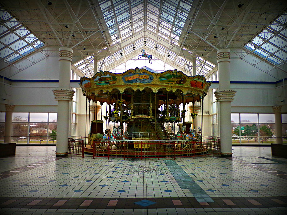 Abandoned Medley Centre / Irondequoit Mall. Rochester, NY. [IMAGE: Snoop Junkie]
