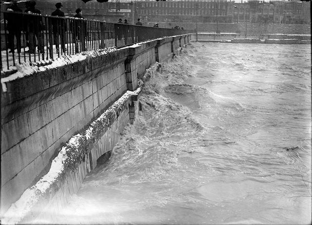 Flood waters swirl around the aqueduct near Broad Street, looking toward South Avenue. March, 1913. [IMAGE: Albert R. Stone]