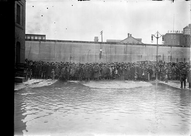 Police hold back a large crowd at the water's edge on flooded Front Street. March, 1913. [IMAGE: Albert R. Stone]
