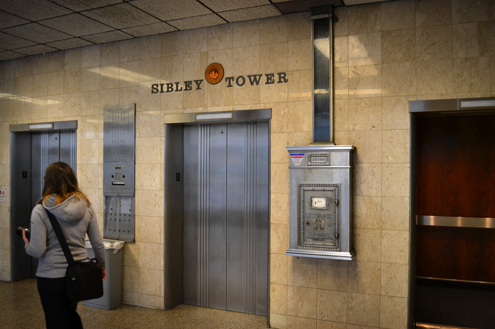 Sibley Tower lobby. [PHOTO: RochesterSubway.com]