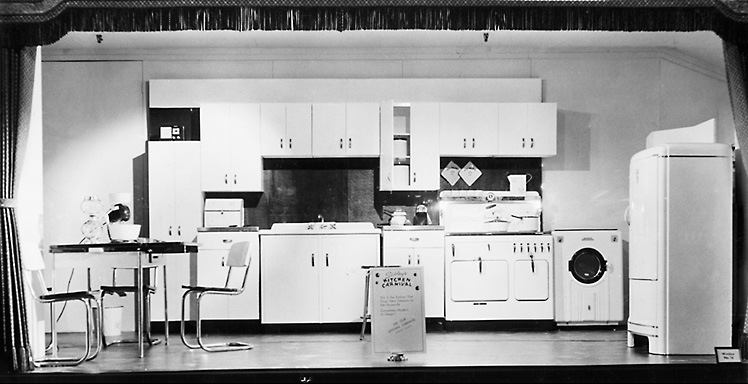 A Sibley's window display showing a modern kitchen. 1940. [PHOTO: Rochester Public Library]