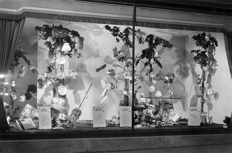 A Sibley's window display featuring various kitchen items. 1940. [PHOTO: Rochester Public Library]