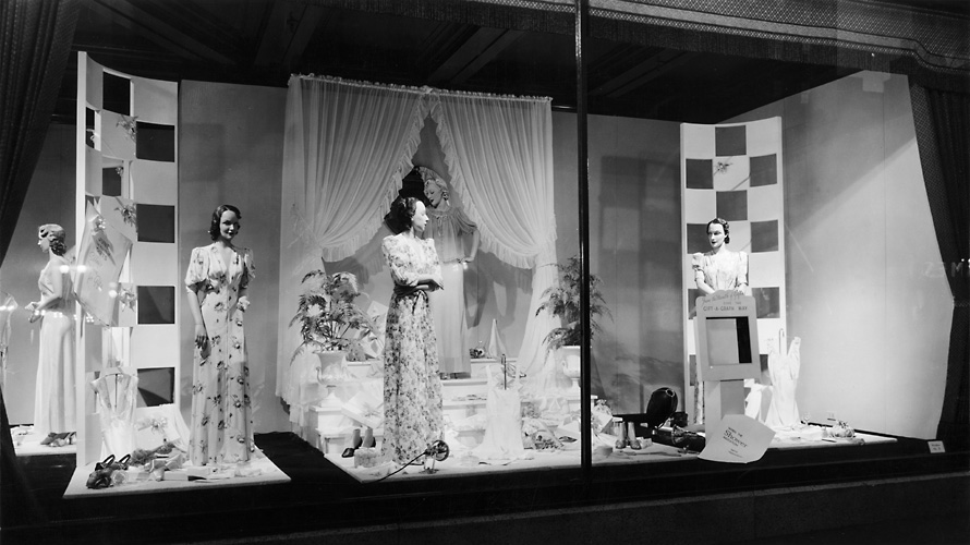 A Sibley's window display featuring mannequins dressed in bathrobes in a bathrooom setting. 1941. [PHOTO: Rochester Public Library]