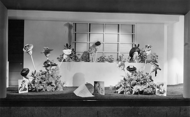 A Sibley's window display of women's hats. 1941. [PHOTO: Rochester Public Library]