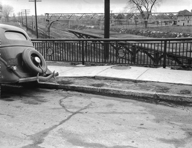 Subway tracks from Lexington Avenue bridge near Curlew Street (1940's). [PHOTO: Rochester Municipal Archives]
