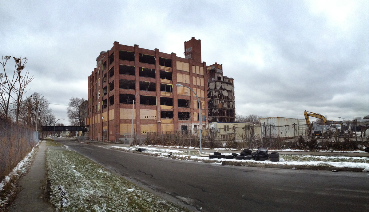 Sykes Datatronics building being demolished. December 19, 2014. [PHOTO: RochesterSubway.com]