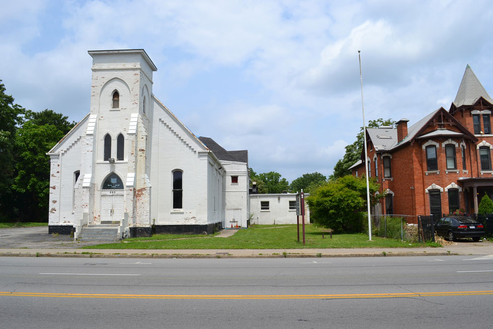 The former Westminster Presbyterian Church at 660 West Main Street, and Stacie Colaprete's home at 644. [PHOTO: RochesterSubway.com]