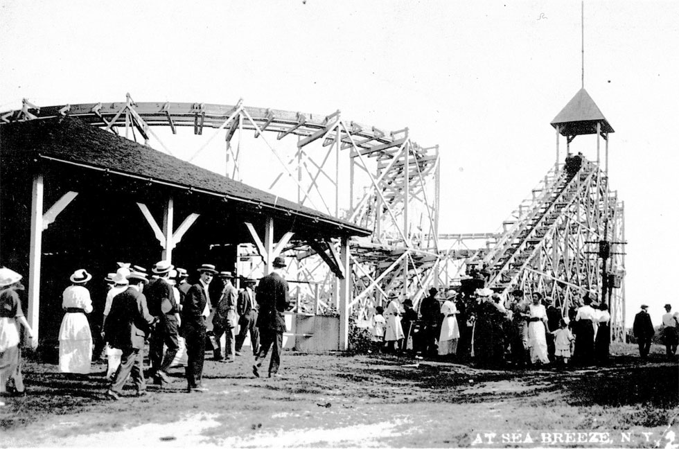 Paul Moore's Figure 8 Coaster, 1903. [PHOTO: Courtesy Seabreeze Amusement Park]