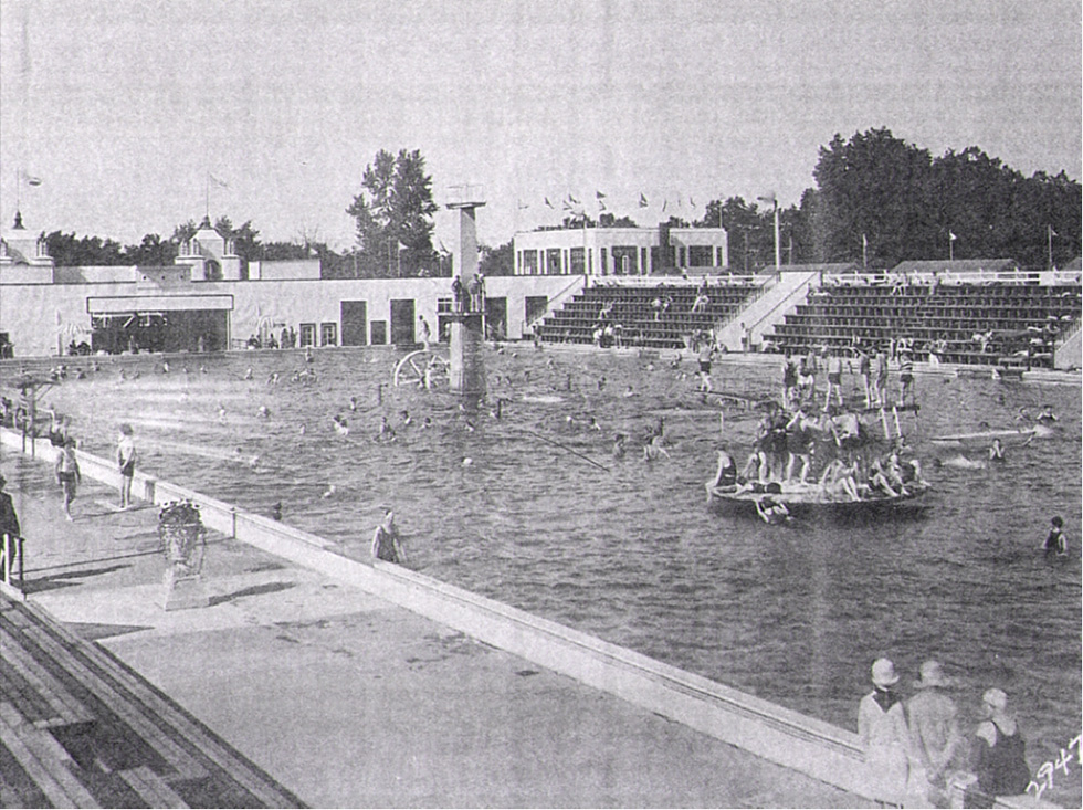 The Natatorium was the largest heated saltwater pool in the world. [PHOTO: Courtesy Seabreeze Amusement Park]