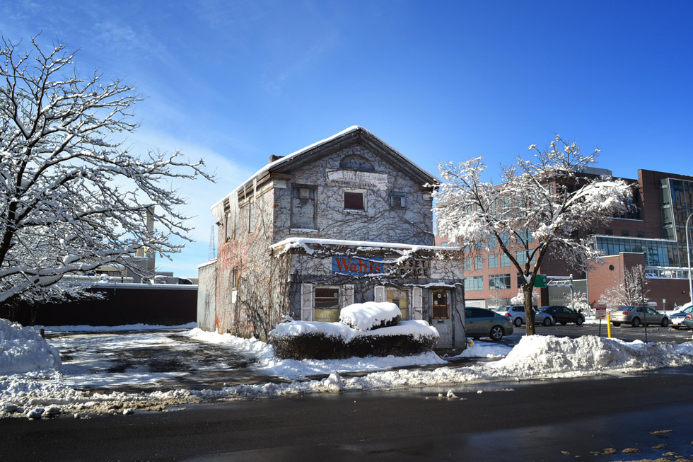 A developer has asked the City to allow him to demolish this one holdout to make room for a few more parking spaces. [PHOTO: RochesterSubway.com]
