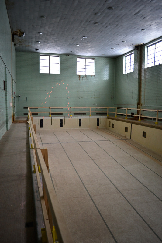 The abandoned swimming pool at University of Rochester has been cleaned of its desk chairs. [PHOTO: RochesterSubway.com]